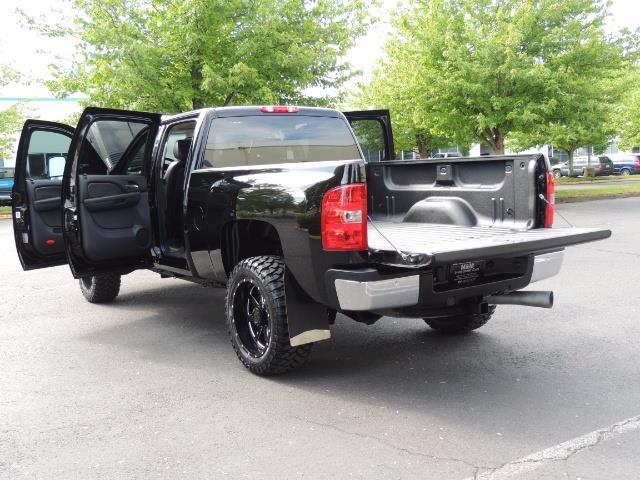 2009 Chevrolet Silverado 2500 LTZ / 4X4 / 6.6L Duramax Diesel / Allison Tranny - Photo 27 - Portland, OR 97217