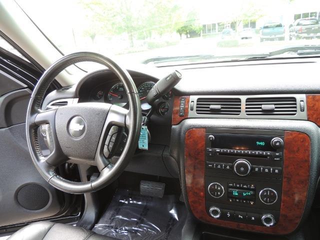 2009 Chevrolet Silverado 2500 LTZ / 4X4 / 6.6L Duramax Diesel / Allison Tranny - Photo 17 - Portland, OR 97217