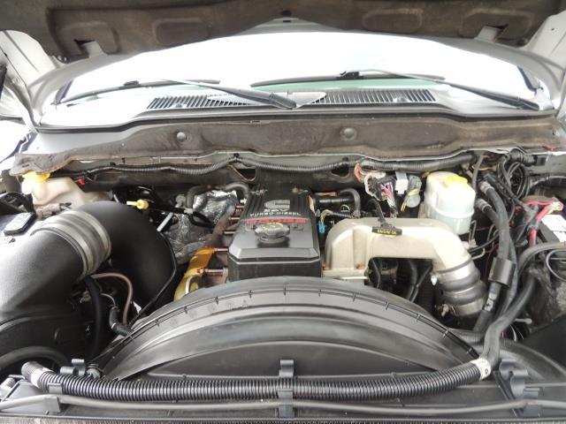 2006 Dodge Ram 2500 SLT / 4X4 / 5.9L Cummins Diesel / HIGH OUTPUT - Photo 35 - Portland, OR 97217