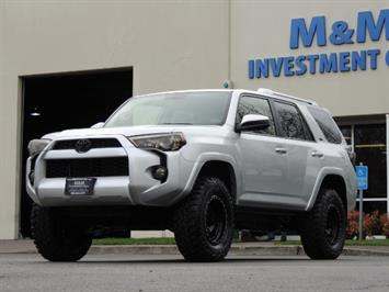 2016 Toyota 4Runner SR5 / 4X4 / THIRD ROW SEAT / LIFTED LIFTED SUV