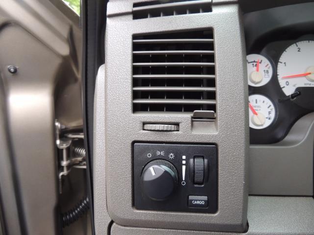 2006 Dodge Ram 2500 SLT SLT 4dr Mega Cab / 4X4 / 5.9L CUMMINS DIESEL - Photo 38 - Portland, OR 97217