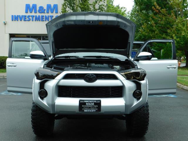 2016 Toyota 4Runner SR5 / 4WD / Navigation / backup camera / LIFTED - Photo 32 - Portland, OR 97217