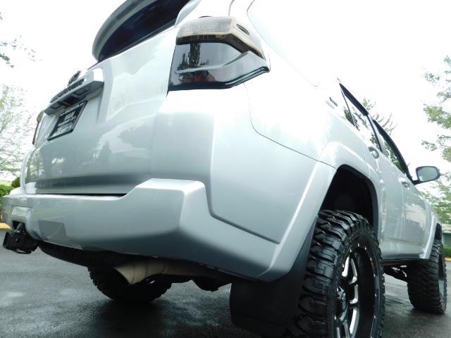 2016 Toyota 4Runner SR5 / 4WD / Navigation / backup camera / LIFTED - Photo 12 - Portland, OR 97217