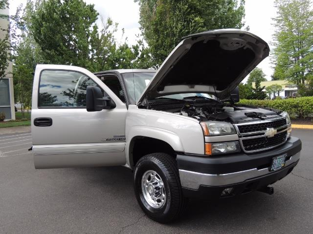 2006 Chevrolet Silverado 2500 LBZ 4X4 Long Bed 6.6L DURAMAX / Allison / 101K MLS - Photo 33 - Portland, OR 97217