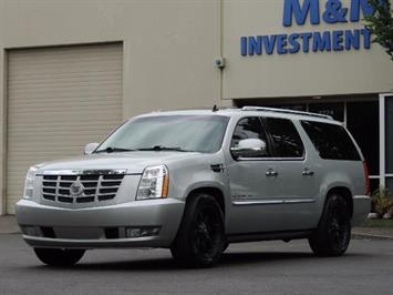 2010 Cadillac Escalade ESV Premium / AWD / DVD / Backup Camera / Excel Co SUV