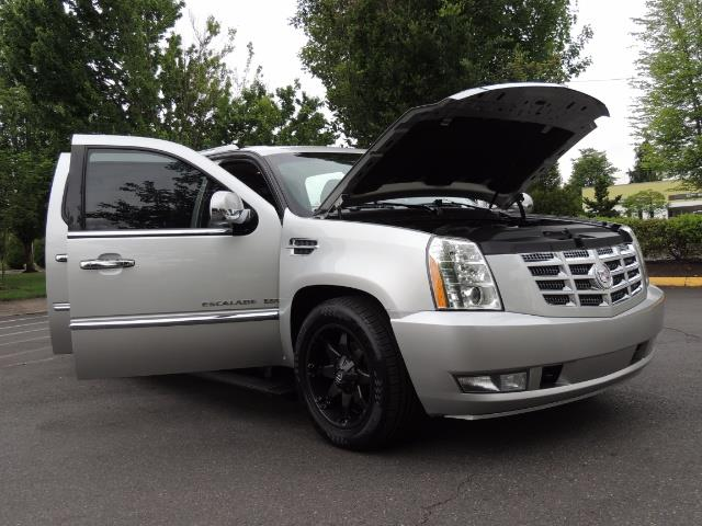 2010 Cadillac Escalade ESV Premium / AWD / DVD / Backup Camera / Excel Co - Photo 31 - Portland, OR 97217