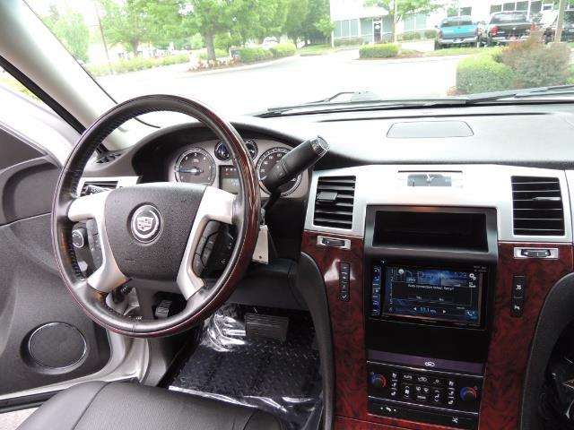 2010 Cadillac Escalade ESV Premium / AWD / DVD / Backup Camera / Excel Co - Photo 38 - Portland, OR 97217