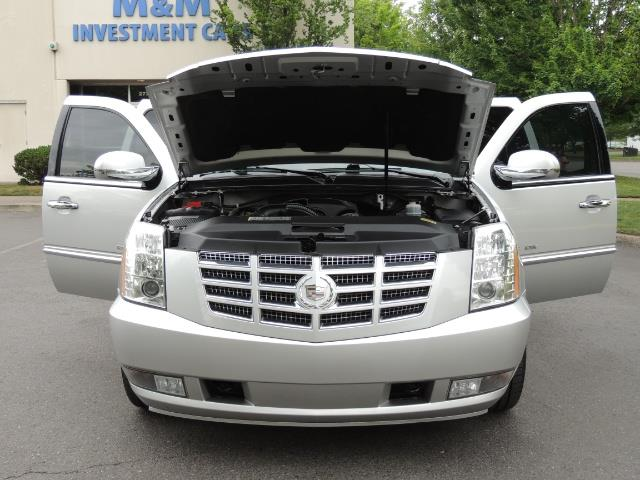 2010 Cadillac Escalade ESV Premium / AWD / DVD / Backup Camera / Excel Co - Photo 32 - Portland, OR 97217