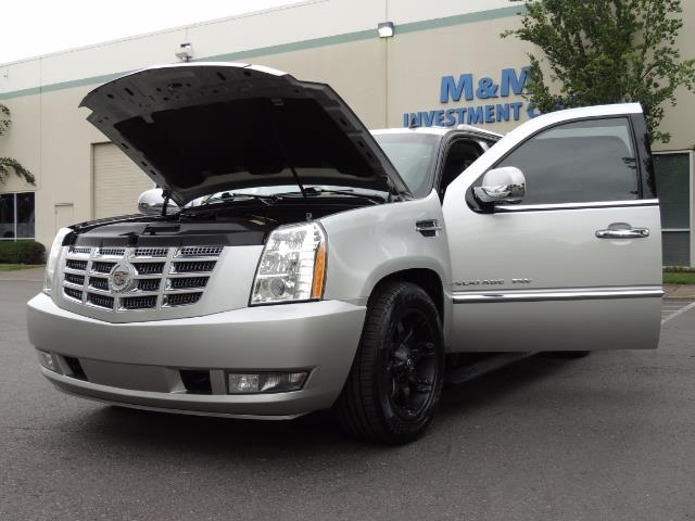 2010 Cadillac Escalade ESV Premium / AWD / DVD / Backup Camera / Excel Co - Photo 25 - Portland, OR 97217