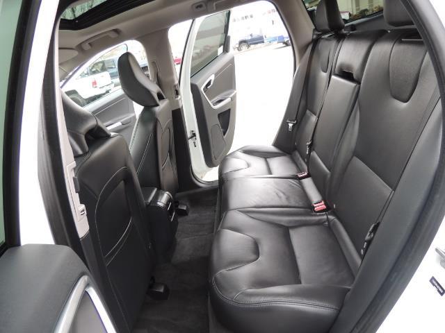 2016 Volvo XC60 T5 Premier / AWD / Leather / Navi / Pano Sunroof - Photo 15 - Portland, OR 97217