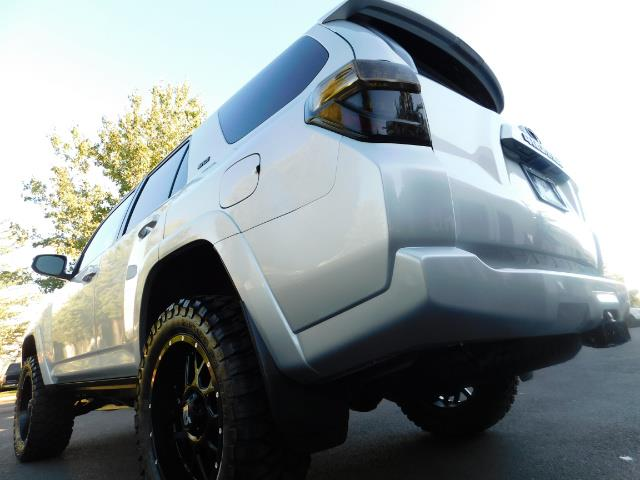 2016 Toyota 4Runner SR5 / 4WD / THIRD SEAT / LIFTED LIFTED - Photo 9 - Portland, OR 97217