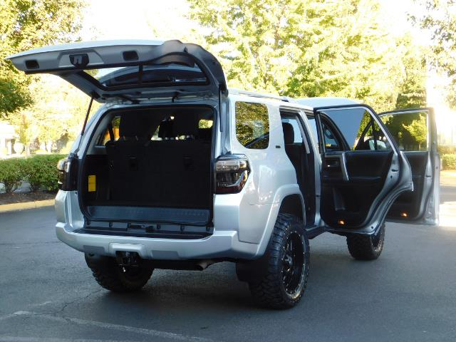 2016 Toyota 4Runner SR5 / 4WD / THIRD SEAT / LIFTED LIFTED - Photo 29 - Portland, OR 97217