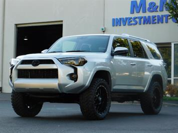 2016 Toyota 4Runner SR5 / 4WD / THIRD SEAT / LIFTED LIFTED SUV
