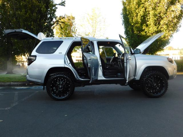 2016 Toyota 4Runner SR5 / 4WD / THIRD SEAT / LIFTED LIFTED - Photo 30 - Portland, OR 97217