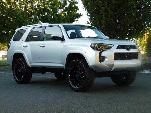 2016 Toyota 4Runner SR5 / 4WD / THIRD SEAT / LIFTED LIFTED - Photo 2 - Portland, OR 97217