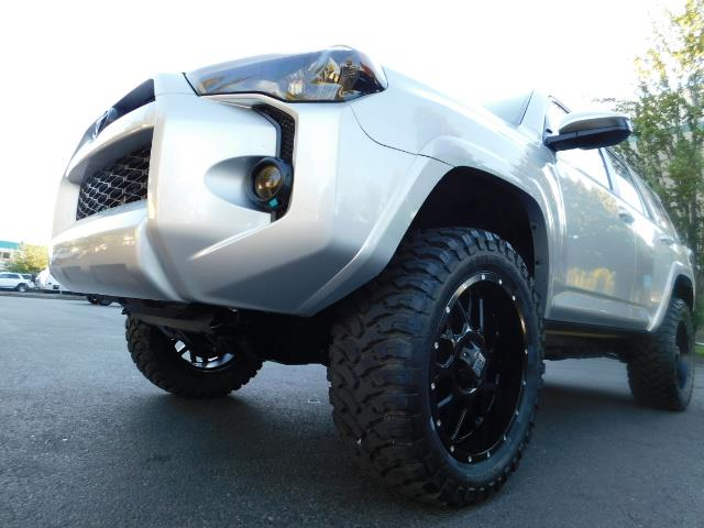2016 Toyota 4Runner SR5 / 4WD / THIRD SEAT / LIFTED LIFTED - Photo 11 - Portland, OR 97217