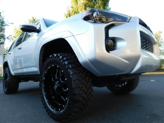 2016 Toyota 4Runner SR5 / 4WD / THIRD SEAT / LIFTED LIFTED - Photo 12 - Portland, OR 97217