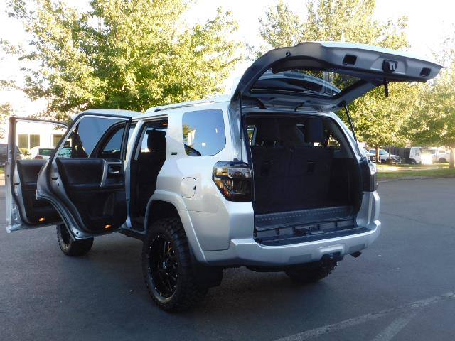 2016 Toyota 4Runner SR5 / 4WD / THIRD SEAT / LIFTED LIFTED - Photo 27 - Portland, OR 97217