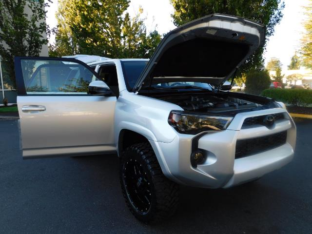 2016 Toyota 4Runner SR5 / 4WD / THIRD SEAT / LIFTED LIFTED - Photo 31 - Portland, OR 97217