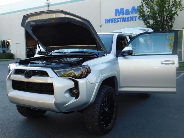 2016 Toyota 4Runner SR5 / 4WD / THIRD SEAT / LIFTED LIFTED - Photo 25 - Portland, OR 97217