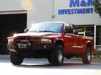 2000 Dodge Dakota SLT 4X4 V8 / CUSTOM BUMPER /  WINCH / LOW MILES !! Truck