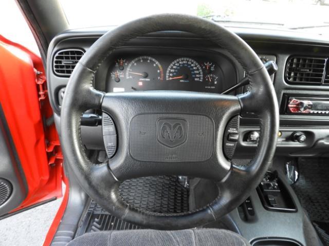 2000 Dodge Dakota SLT 4X4 V8 / CUSTOM BUMPER /  WINCH / LOW MILES !! - Photo 32 - Portland, OR 97217