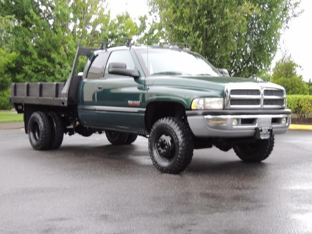 2001 Dodge Ram 3500 SLT Plus 4dr / 4X4 / 5.9L DIESEL/ 5-SPEED / DUALLY - Photo 2 - Portland, OR 97217