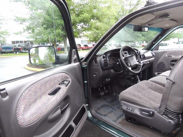 2001 Dodge Ram 3500 SLT Plus 4dr / 4X4 / 5.9L DIESEL/ 5-SPEED / DUALLY - Photo 11 - Portland, OR 97217