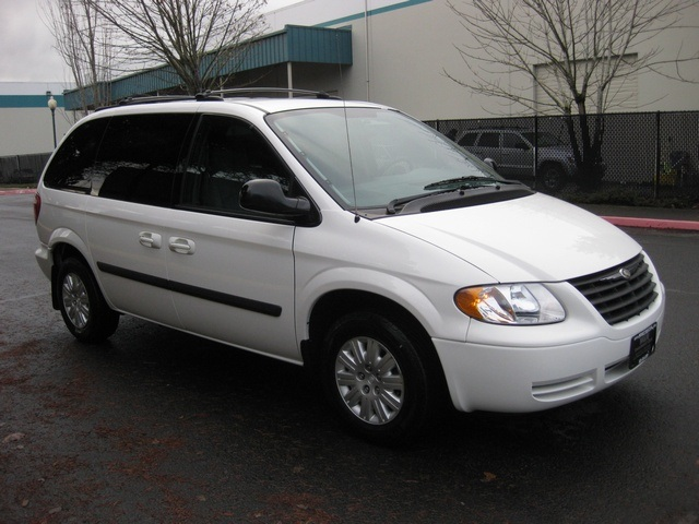 2005 chrysler town country minivan 2 sliding doors. Black Bedroom Furniture Sets. Home Design Ideas