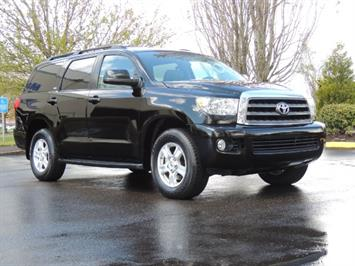 2016 Toyota Sequoia SR5 / 4WD / Leather / Heated Seats/ Third Seat SUV