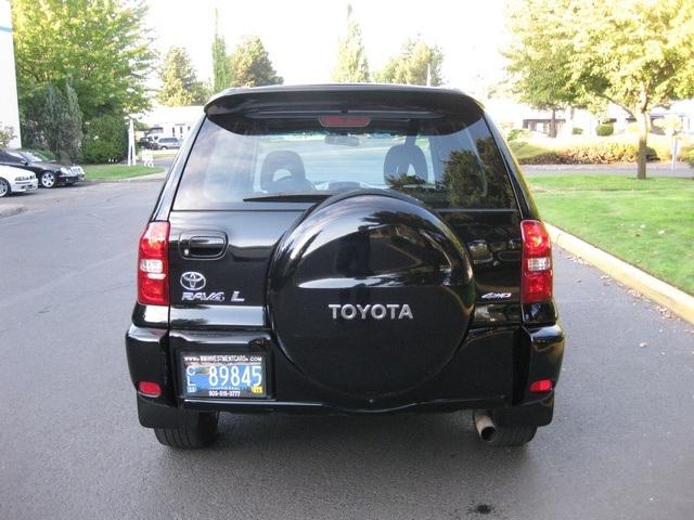 2005 toyota rav4 l 4wd 4 cyl automatic moon roof sharp. Black Bedroom Furniture Sets. Home Design Ideas