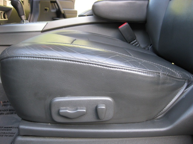 2005 nissan armada le 4wd leather    dvd    3rd seat    mint