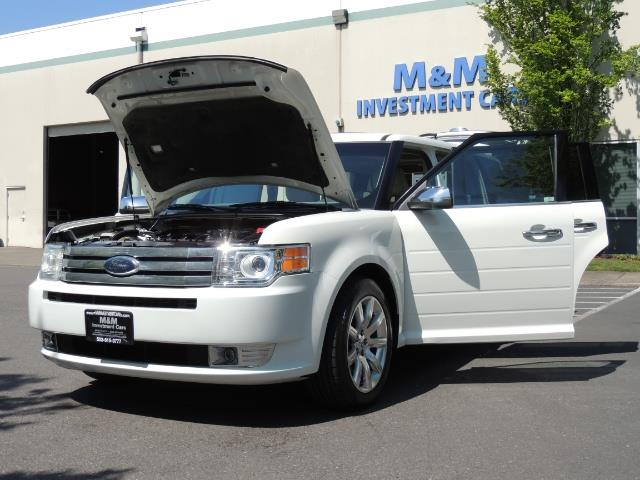 2010 Ford Flex Limited / AWD / Third Seat / Navigation / Leather - Photo 25 - Portland, OR 97217