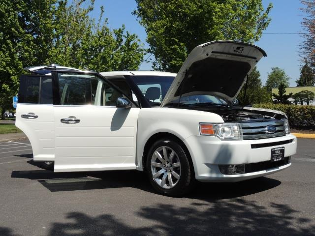 2010 Ford Flex Limited / AWD / Third Seat / Navigation / Leather - Photo 31 - Portland, OR 97217