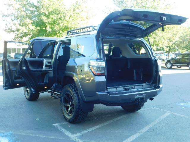 2016 Toyota 4Runner SR5 / 4WD / Navi / Backup Camera/ LIFTED LIFTED - Photo 26 - Portland, OR 97217