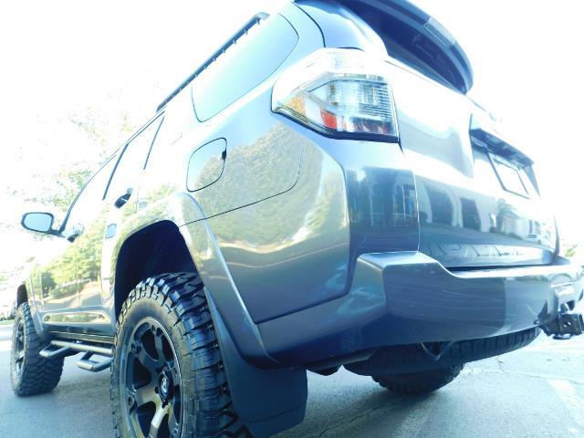 2016 Toyota 4Runner SR5 / 4WD / Navi / Backup Camera/ LIFTED LIFTED - Photo 11 - Portland, OR 97217