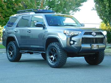 2016 Toyota 4Runner SR5 / 4WD / Navi / Backup Camera/ LIFTED LIFTED SUV