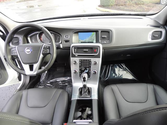 2017 Volvo V60 T5 Premier/ Leather / Heated Seats / Navigation - Photo 18 - Portland, OR 97217