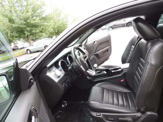 2007 Ford Mustang GT Premium / 5-SPEED / SHELBY PKG / 38K MILES - Photo 14 - Portland, OR 97217