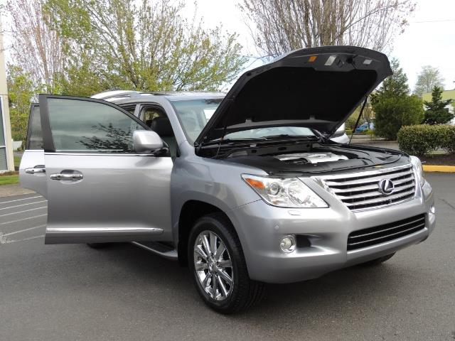 2010 Lexus LX 570 / AWD / Navi / Backup / Third Seat / 1-OWNER - Photo 30 - Portland, OR 97217