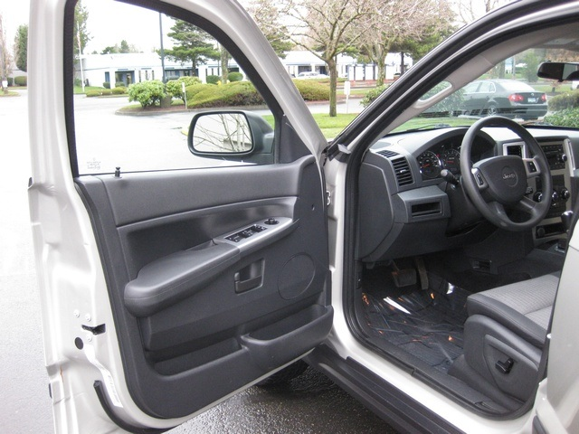 2008 Jeep Grand Cherokee Laredo/4WD/6yl /1-Owner/Excel Cond - Photo 17 - Portland, OR 97217