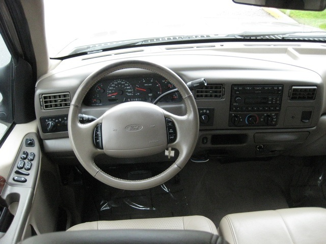 2002 Ford F-350 Crew Cab 4X4 LARIAT / 7.3L Turbo Diesel /LOW Miles - Photo 28 - Portland, OR 97217