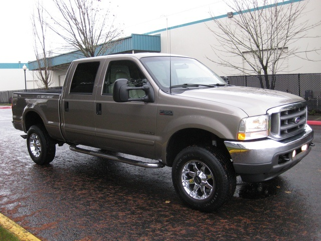 2002 Ford F-350 Crew Cab 4X4 LARIAT / 7.3L Turbo Diesel /LOW Miles - Photo 8 - Portland, OR 97217