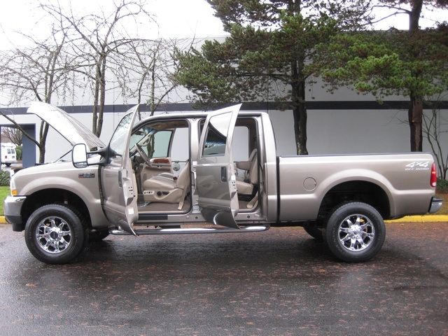 2002 Ford F-350 Crew Cab 4X4 LARIAT / 7.3L Turbo Diesel /LOW Miles - Photo 10 - Portland, OR 97217