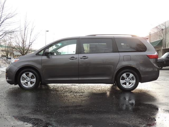 2015 toyota sienna le 7 passenger auto access seat back up camera. Black Bedroom Furniture Sets. Home Design Ideas