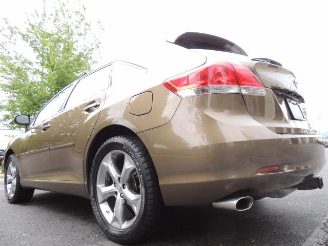 2010 Toyota Venza AWD V6 Wagon / LEATHER / Panoramic Roof / Records - Photo 11 - Portland, OR 97217