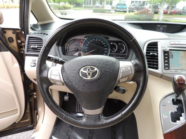 2010 Toyota Venza AWD V6 Wagon / LEATHER / Panoramic Roof / Records - Photo 37 - Portland, OR 97217