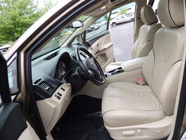 2010 Toyota Venza AWD V6 Wagon / LEATHER / Panoramic Roof / Records - Photo 14 - Portland, OR 97217
