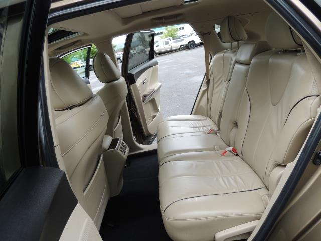 2010 Toyota Venza AWD V6 Wagon / LEATHER / Panoramic Roof / Records - Photo 15 - Portland, OR 97217