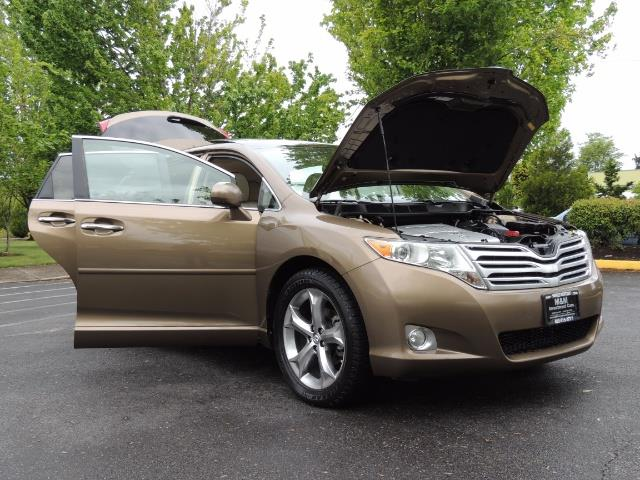 2010 Toyota Venza AWD V6 Wagon / LEATHER / Panoramic Roof / Records - Photo 29 - Portland, OR 97217